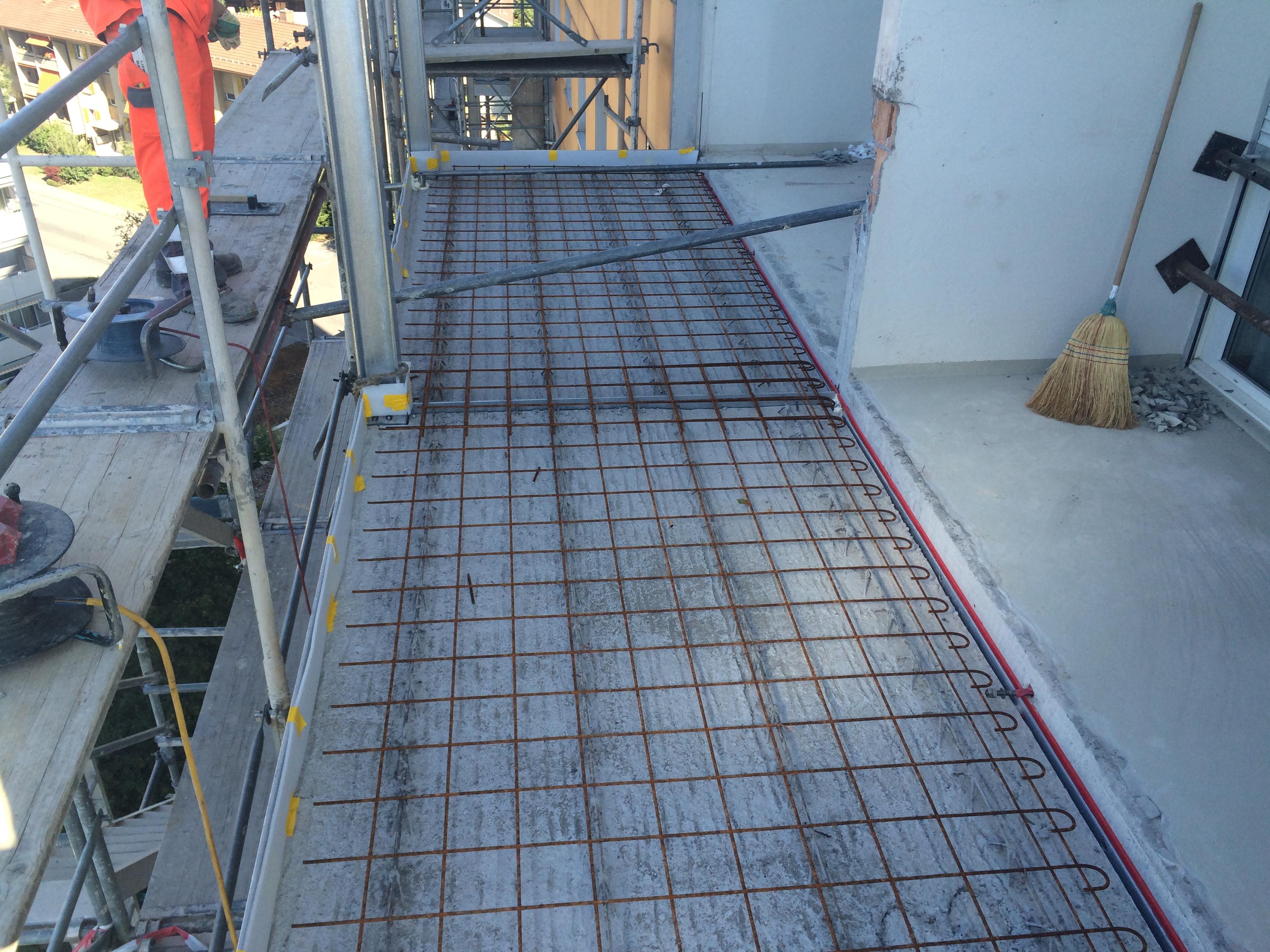 Anbau neue Balkone auf 13 Geschosse Aegertenstrasse 30, Biel